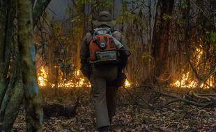 Un pompier lors d'un incendie dans l'État brésilien de Mato Grosso, à la frontière avec la Bolivie, en septembre 2020 (photo d'illustration)