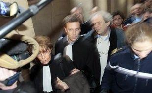 La chambre de l'instruction de la cour d'appel de Paris s'est prononcée mardi pour le maintien en détention de Julien Coupat, incarcéré depuis la mi-novembre dans l'enquête sur des dégradations contre des lignes SNCF, a annoncé son avocate Me Irène Terrel.
