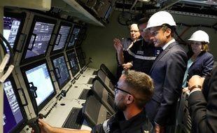 Emmanuel Macron à bord du sous-marin Suffren, le 12 juillet 2019 à Cherbourg.
