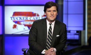 L'animateur de Fox News Tucker Carlson a insulté son invité qui avait osé critiquer la chaîne.