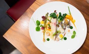 Daurade royale de ligne, légumes acidulés, une réalisation d'Adrien Ferrand.