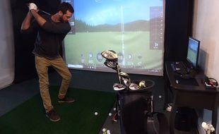 «Here we golf» propose trois simulateurs pour s'initier ou s'entraîner, au centre-ville de Toulouse.