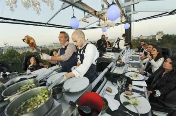 Un restaurant au bord du vide for Restaurant au jardin paris