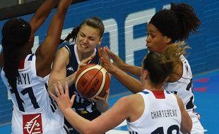 Les Françaises ont fait bloc contre les Slovaques jeudi soir à Prague en 1/4 de finale de l'euro de basket. Elles filent en demi-finale.