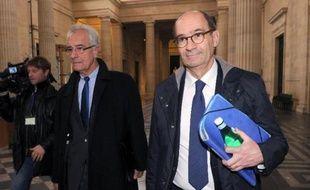 Eric Woerth et son avocat Jean Yves Le borgne à leur arrivée le 24 mars 2015 au tribunal à Bordeaux