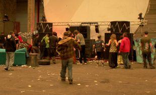 Illustration d'une rave party, ici organisée dans un hangar désaffecté à Rennes.