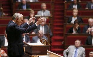 """Jean-Marc Ayrault a défendu mercredi la détermination française face à l'attaque chimique """"terrifiante"""" de Bachar al-Assad contre son peuple, lors d'un débat sans vote au Parlement sur le principe d'une intervention qui divise la classe politique française."""