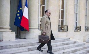 """Le ministre délégué au Budget Bernard Cazeneuve a affirmé mardi devant l'Assemblée nationale que le gouvernement ne mettrait pas en place de """"cellule de régularisation"""" ni de plan d'""""amnistie"""" pour ceux qui ont fraudé le fisc en ouvrant un compte à l'étranger."""