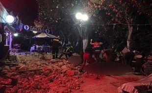 Un tremblement de terre a fait au moins deux morts sur l'île grecque de Kos après l'effondrement du toit d'un café, le 21 juillet 2017.
