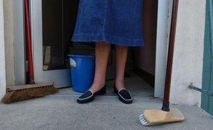Plus de trois heures par jour ont été consacrées aux tâches domestiques en 2010, représentant sur l'année 1,6 fois le temps de travail rémunéré moyen, selon une étude de l'Insee publiée jeudi.