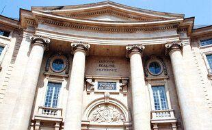 Façade de l'université Panthéon-Sorbonne.