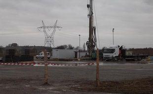 Le matériel de forage pour les huiles de schiste est arrivé à Doue, en Seine-et-Marne. Photo prise le 4 février 2011.