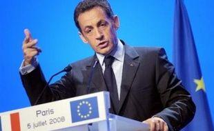 """Nicolas Sarkozy, et les présidents de la Commission et du Parlement européens José Manuel Barroso et Hans-Gert Pöttering, ont tous trois plaidé pour une """"Europe unie"""" derrière le Traité de Lisbonne, lors d'un Conseil national de l'UMP samedi à Paris."""