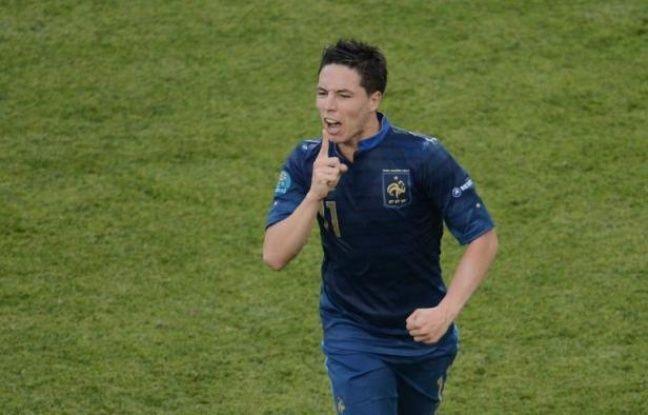 """L'attaquant Nicolas Anelka, aujourd'hui au Shanghai Shenhua, a estimé que Samir Nasri """"a très bien fait"""", au sujet des insultes à la presse pendant l'Euro-2012, dans un entretien qui sera diffusé dimanche sur Téléfoot, dont la chaîne TF1 a diffusé des extraits vendredi."""
