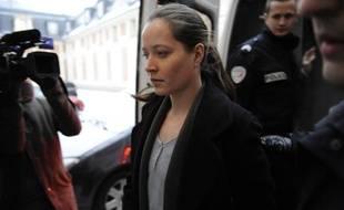 Jessica Davies sortant de la cour d'assises de Versailles, lundi 11janvier 2010.