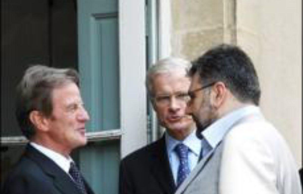 Les représentants des principaux partis libanais se sont retrouvés dimanche près de Paris au deuxième jour d'une réunion visant à renouer le dialogue dans un climat de grave crise politique, sous la houlette du chef de la diplomatie française Bernard Kouchner, – Miguel Medina AFP