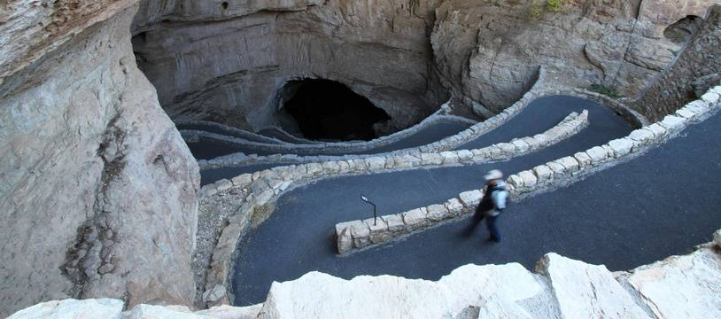 Les lacets pour accéder aux grottes de Carlsbad au Nouveau-Mexique.