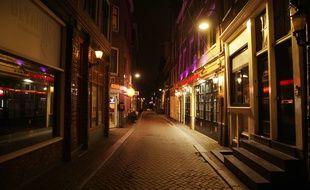 Une rue déserte à Amsterdam durant le couvre-feu, le 23 janvier 2021.