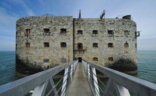 La nouvelle plateforme d'accès au Fort Boyard, le 22 avril 2016, près de la Rochelle