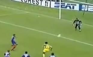 Patrice Loko inscrit un superbe but lors du match entre Nantes et le PSG en 1994.