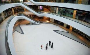 Un centre commercial quasiment vide, le 15 février 2016 à Pékin
