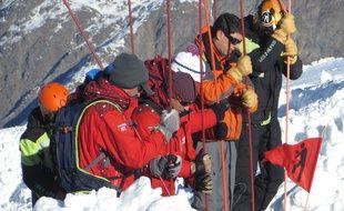 Les 2 Alpes, le 8 décembre 2015 Les professionnels de la montagne et les secouristes se livrés à un exercice de sécurité avalanche, s'entraînant avant l'arrivée des vacanciers. Illustration.