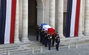 Le cerceuil de Jacques Chirac porté aux Invalides le 30 septembre 2019 à Paris