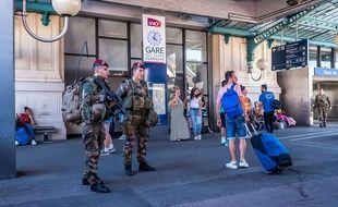Des militaires à la gare de Lyon, le 19 juin 2016.