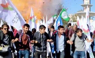 """Capture d'écran de """"Dokuz8 Haber"""" de militants de l'opposition lors du rassemblement pour la paix quelques instants avant une double explosion meurtrière le 10 octobre 2015 à Ankara"""