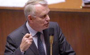 Jean-Marc Ayrault a reçu jeudi soir des parlementaires communistes, afin d'apaiser le climat avec le Front de gauche au lendemain du rejet par le PCF de deux textes importants au Sénat, mais les élus communistes ont déclaré camper sur leurs positions.