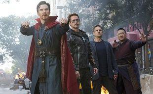 Benedict Cumberbatch, Robert Downey Jr., Benedict Wong et Mark Ruffalo dans «Avengers: Infinity War».