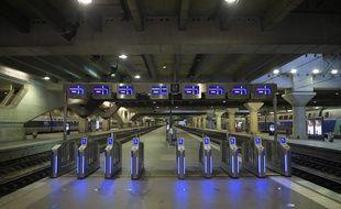 Les portiques d'accès aux quais de la gare Montparnasse dimanche 3 décembre 2017.