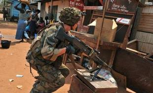 Une imposante colonne d'une cinquantaine de véhicules, chargés de combattants de l'ex-rébellion Séléka lourdement armés, a pris jeudi le contrôle de Sibut, à 180 km de Bangui, où, comme dans d'autres villes centrafricaines, la population terrorisée a dû fuir les exactions.