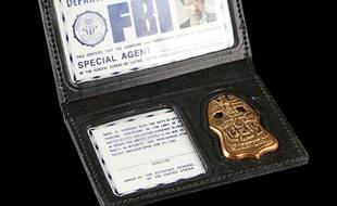 Le badge de l'agent Mulder dans X-Files. Illustration.