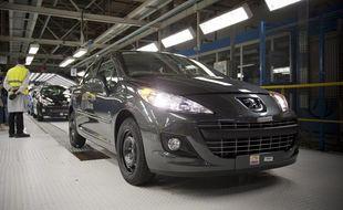 Lancement officiel de la production de la Peugeot 208 à l'usine PSA de Poissy (Yvelines), le 27 janvier 2012.