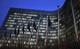 L'opérateur boursier transatlantique NYSE Euronext n'a pas encore décidé s'il portait plainte contre l'interdiction par la Commission européenne de la fusion avec l'allemand Deutsche Börse (DB), a indiqué mardi à l'AFP une source proche du dossier