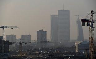 Cette photo, prise le 3 février 2020, témoigne de la pollution de l'air à Milan, dans le nord de l'Italie.