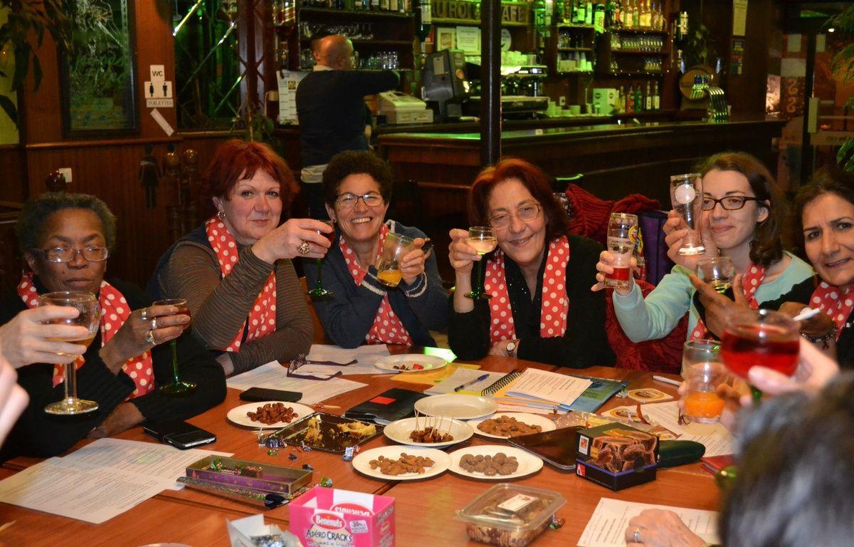 Des membres du collectif «Place aux femmes», dans un café à Aubervilliers (Seine-Saint-Denis). – Pascale Colisson