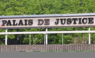Photo d'illustration d'un palais de justice.
