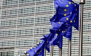 Drapeaux devant le siège de la Commission européenne à Bruxelles.