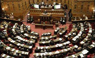 Le Sénat se saisit à partir de jeudi du projet de loi pour l'égalité des chances, adopté sans vote à l'Assemblée, et dont le dispositif le plus controversé est le Contrat Première Embauche (CPE), avec une inconnue quant à l'attitude de l'UDF.