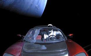 Le 6 février 2018, une fusée Falcon Heavy de SpaceX a mis en orbite une voiture de Tesla qui voyagera au-delà de Mars.