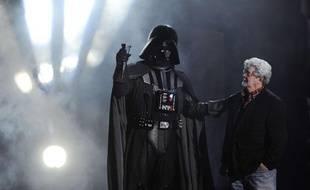 George Lucas et le personnage de Dark Vador lors des Scream Awards le 15 octobre 2011, à Los Angeles.