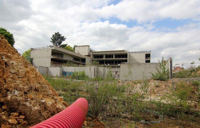 Le bâtiment qui devait accueillir l'école de la Courrouze sera finalement transformé en bureaux. Le chantier avait été abandonné en raison d'une pollution des sols.