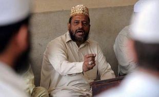 """Au Pakistan des imams mènent de front la guerre contre le sida en sensibilisant les fidèles et en les invitant à prendre soin des personnes atteintes par ce virus encore considéré comme un """"péché mortel"""" dans cette société conservatrice."""