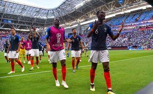 Les Bleus euphoriques après leur belle victoire contre l'Argentine en 8e de finale de la Coupe du monde, le 30 juin 2018.