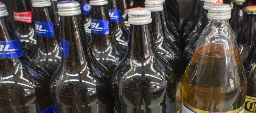 De l'alcool, dans une épicerie (illustration)
