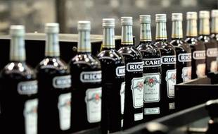 Une chaîne de Pernod-Ricard dans une usine de Vendeville, dans le nord de la France, le 31 janvier 2014