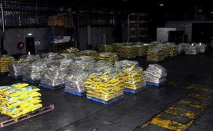 Les autorités australiennes ont annoncé mercredi la saisie de 274 kg d'éphédrine, un produit chimique qui entre dans la composition de la méthamphétamine, une drogue dévastatrice, dans un chargement de riz basmati en provenance d'Inde. AFP PHOTO / AUSTRALIAN FEDERAL POLICE