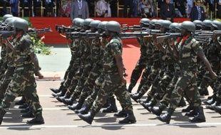 Les forces françaises se sont engagées vendredi au Mali, en soutien de l'armée malienne et contre les groupes armés islamistes, au lendemain de l'offensive des jihadistes dans le centre du pays, qui a bouleversé les plans de la communauté internationale.